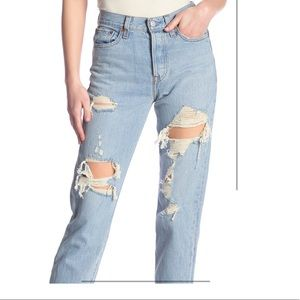 Levi's distressed wedgie fit